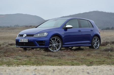 2015-Volkswagen-Golf-R-39