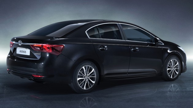 AVENSIS_STUDIO_09_DPL_2015_3-4-REAR_BLACK
