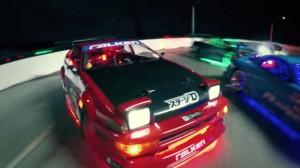 RC автомобиль дрейф видео приносит быстрый и яростный стиль в масштабе 1:10