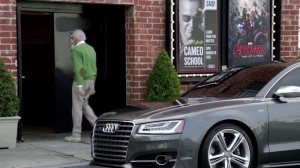 Ауди С8 делает камео в коммерческих о камеи со Стэном ли