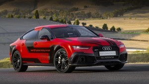 Беспилотные хэтчбек Audi RS7 проехал трассу как люди