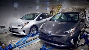 Новый гибрид Тойота Приус скинул камуфляж до премьеры