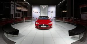 Это Тесла собирается сотрудничать с Китаем в Google, чтобы построить машину?