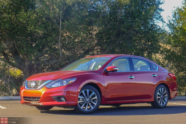 2016NissanAltima_(1_of_4)