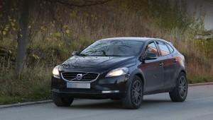 Компания Volvo вывела на тесты прототип внедорожник XC40