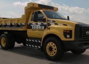 Смотреть 4-летний удаленно управлять грузовиков Volvo