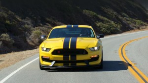 Coupe Shelby GT350R Mustang has regained the rear seats